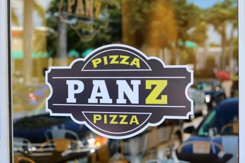 Pizza Panz Pizza Logo